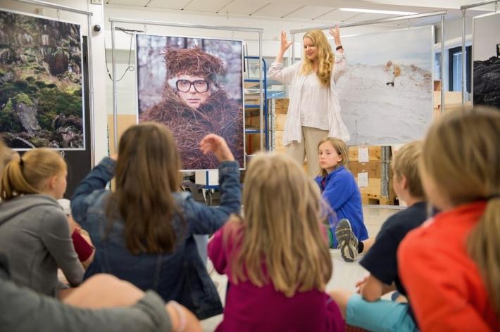 Formidling med elever fra Tåsen Skole. Foto: Nasjonalmuseet / Frode Larsen